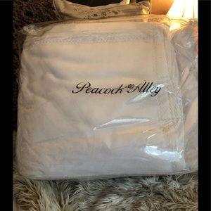 NWT Peacock Alley Egyptian Cotton Luxury Blanket.